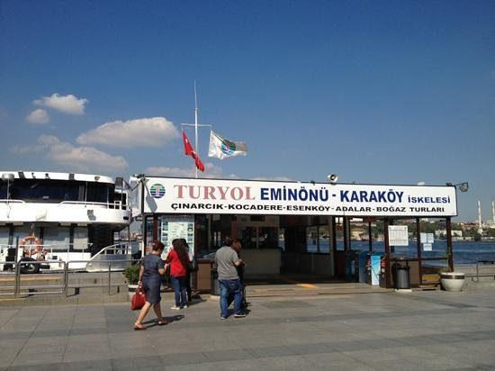 L'entrée des vapur de Turyol à Eminönü