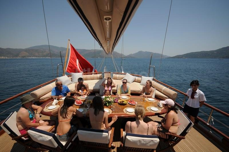 Istanbul-Private-Bosphorus-Dinner-Cruise-Yacht-Tours-1-F8449570